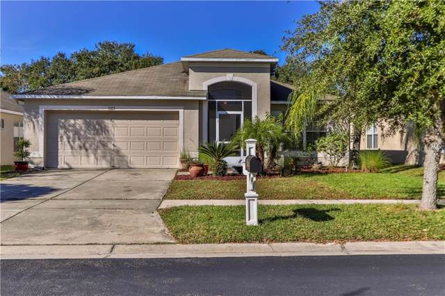 7323 Newhall Pass Lane, Zephyrhills, FL 33545 (MLS #T3212468) :: The Duncan Duo Team