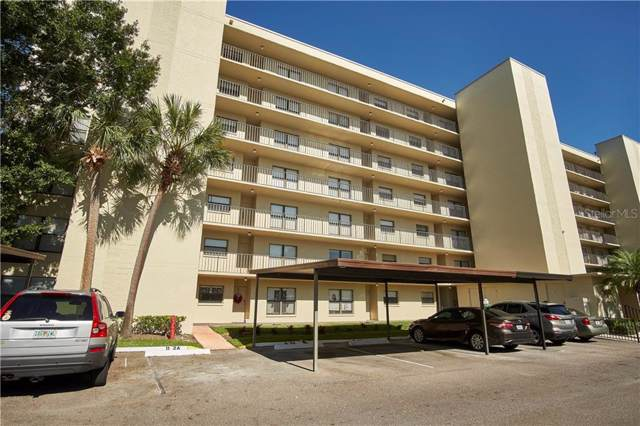 900 Cove Cay Drive 1A, Clearwater, FL 33760 (MLS #T3214962) :: The Duncan Duo Team