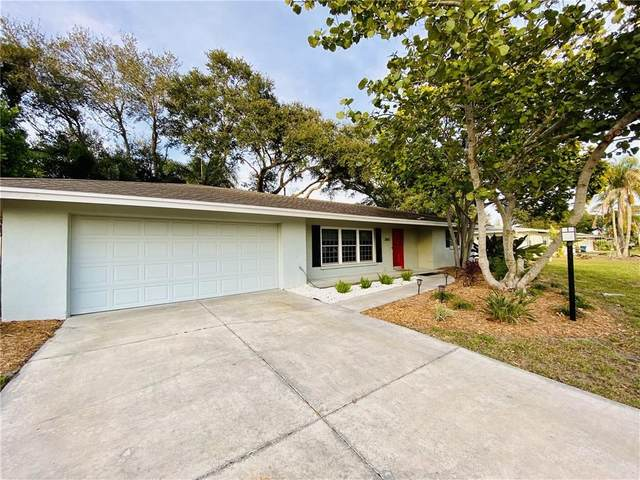 2855 Upper Tangelo Drive, Sarasota, FL 34239 (MLS #T3225945) :: The Paxton Group