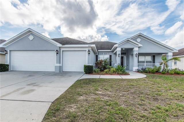 6817 Hunters Crossing Boulevard, Lakeland, FL 33809 (MLS #T3226973) :: The Duncan Duo Team