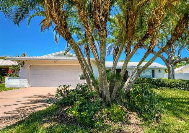 310 S Julia Circle, St Pete Beach, FL 33706 (MLS #T3235466) :: Lockhart & Walseth Team, Realtors