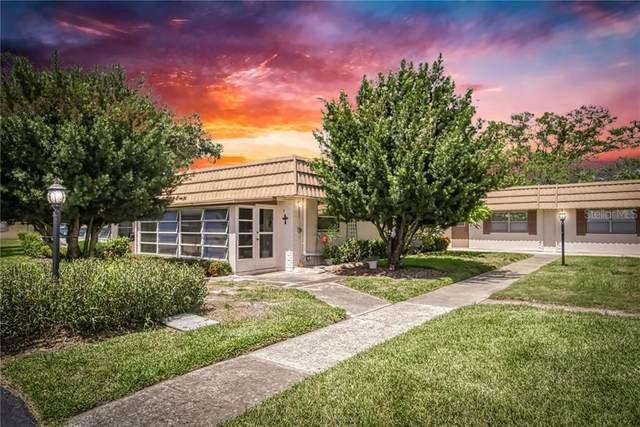 1802 Bedford Lane #4, Sun City Center, FL 33573 (MLS #T3250711) :: Frankenstein Home Team