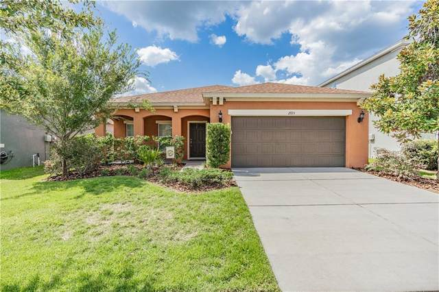 2725 Winglewood Circle, Lutz, FL 33558 (MLS #T3254697) :: Griffin Group