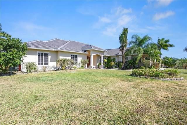 Naples, FL 34120 :: Vacasa Real Estate