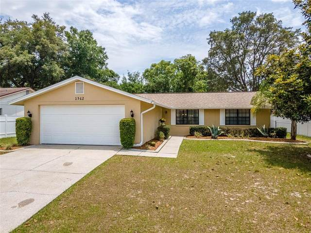 1562 Twin Palms Loop, Lutz, FL 33559 (MLS #T3306353) :: The Nathan Bangs Group