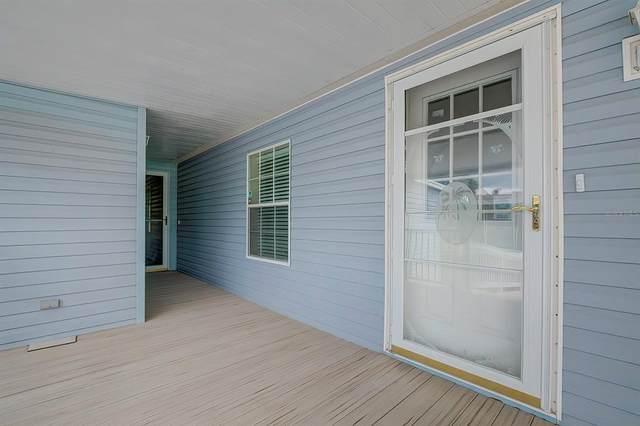 15801 Brookridge Boulevard, Brooksville, FL 34613 (MLS #T3320445) :: Cartwright Realty
