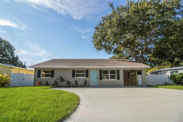 2127 Barcelona Drive, Clearwater, FL 33764 (MLS #T3332525) :: Griffin Group