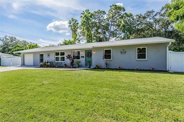 8050 Carolyn Street NE, St Petersburg, FL 33702 (MLS #T3333550) :: Everlane Realty
