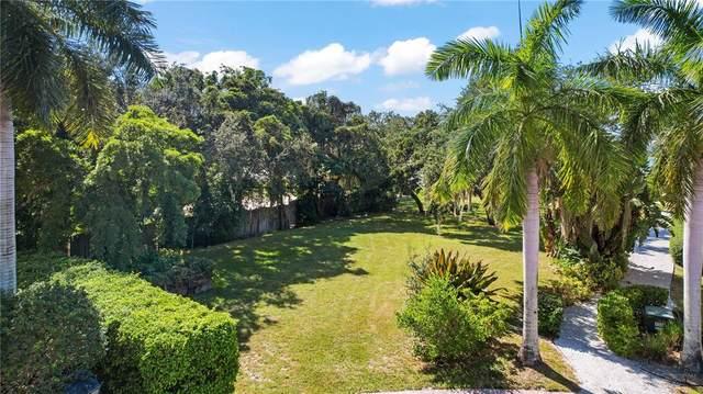 3928 Solymar Drive, Sarasota, FL 34242 (MLS #T3336026) :: SunCoast Home Experts