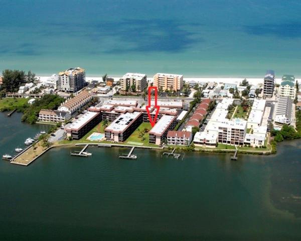 19701 Gulf Boulevard #104, Indian Shores, FL 33785 (MLS #U8004311) :: Jeff Borham & Associates at Keller Williams Realty
