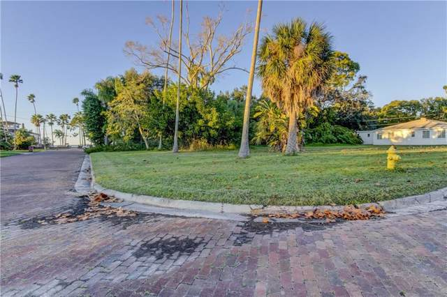 1800 Santa Barbara Drive, Dunedin, FL 34698 (MLS #U8070094) :: Delgado Home Team at Keller Williams