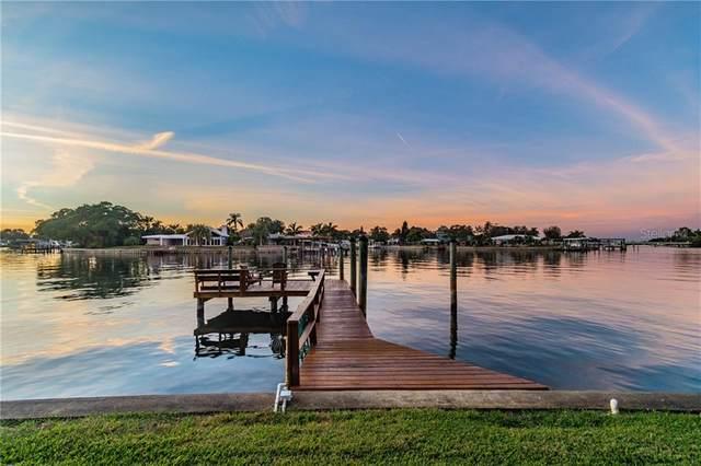 935 Eden Isle Drive NE, St Petersburg, FL 33704 (MLS #U8109648) :: Everlane Realty