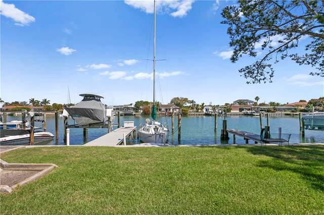 325 Island Way #109, Clearwater, FL 33767 (MLS #U8116042) :: Vacasa Real Estate