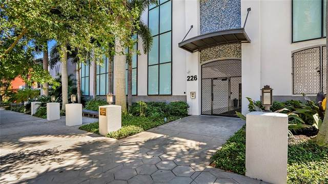 226 5TH Avenue N #1102, St Petersburg, FL 33701 (MLS #U8119559) :: Zarghami Group