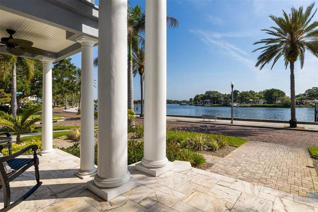 2430 Coffee Pot Boulevard NE, St Petersburg, FL 33704 (MLS #U8122260) :: The Light Team