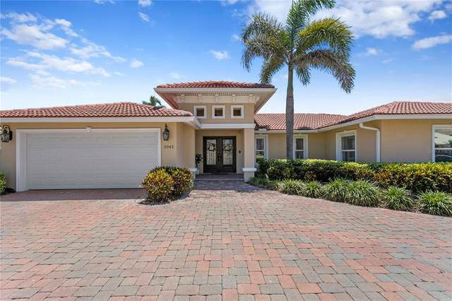 2042 Hawaii Avenue NE, St Petersburg, FL 33703 (MLS #U8122813) :: The Paxton Group