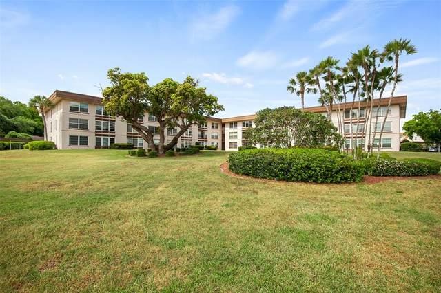 333 Lake Howard Drive NW 104B, Winter Haven, FL 33880 (MLS #U8135457) :: Florida Real Estate Sellers at Keller Williams Realty