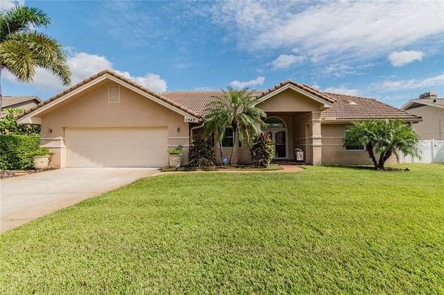 3347 Lake Shore Lane, Clearwater, FL 33761 (MLS #U8140888) :: Heckler Realty