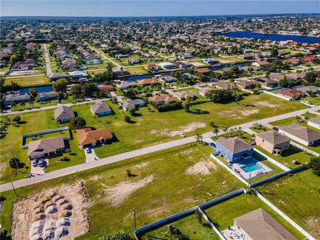 4611 SW 9TH Place, Cape Coral, FL 33914 (MLS #C7434973) :: BuySellLiveFlorida.com