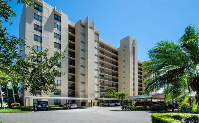 2621 Cove Cay Drive #102, Clearwater, FL 33760 (MLS #U8130626) :: The Kardosh Team