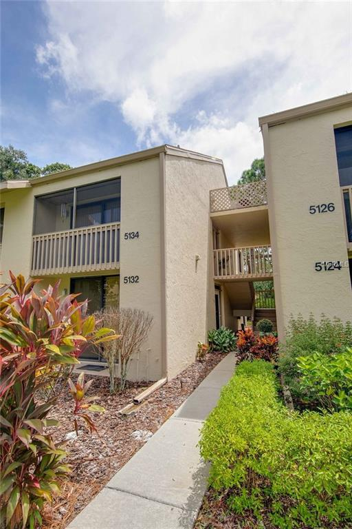 5134 Harpers Croft #10, Sarasota, FL 34235 (MLS #A4411243) :: The Duncan Duo Team