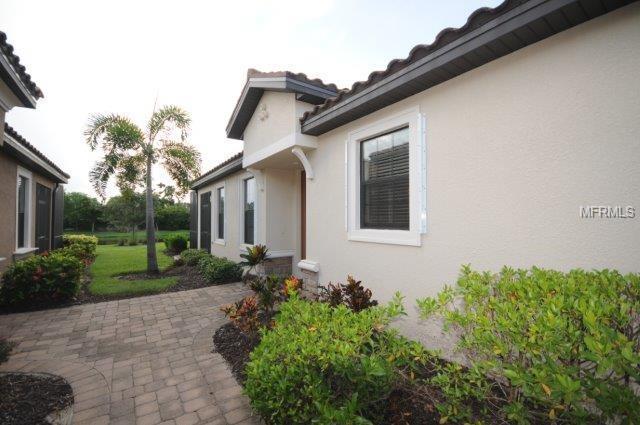 5874 Cavano Drive, Sarasota, FL 34231 (MLS #A4411419) :: The Duncan Duo Team