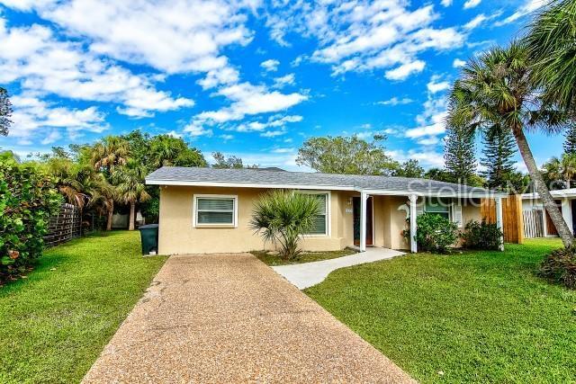 437 Island Circle, Sarasota, FL 34242 (MLS #A4438112) :: The Duncan Duo Team