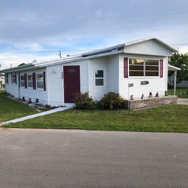 2047 S Mobile Estates Drive, Sarasota, FL 34231 (MLS #A4440064) :: Florida Real Estate Sellers at Keller Williams Realty