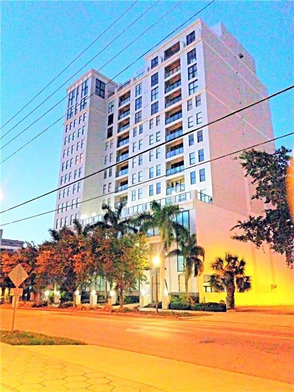 226 5TH Avenue N #601, St Petersburg, FL 33701 (MLS #A4440252) :: Delgado Home Team at Keller Williams