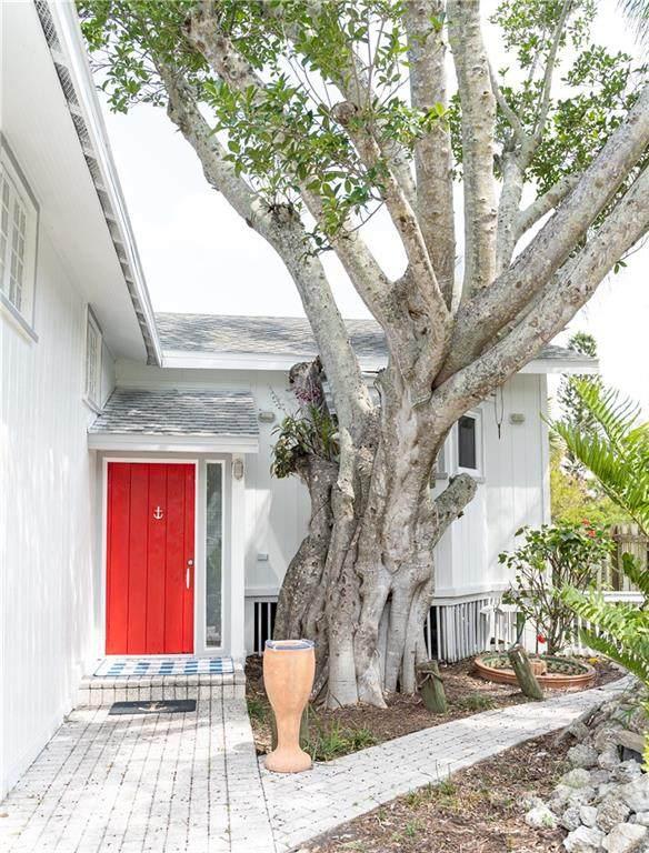 3951 Roberts Point Road, Sarasota, FL 34242 (MLS #A4465957) :: Alpha Equity Team