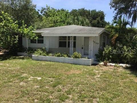 2202 Hillview Street, Sarasota, FL 34239 (MLS #A4477832) :: McConnell and Associates
