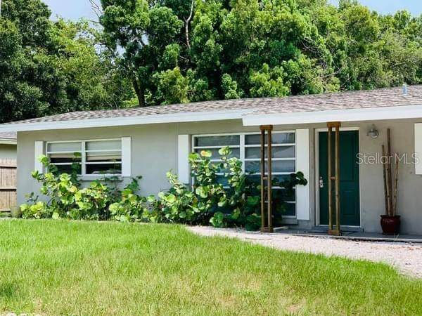 2250 Grove Street, Sarasota, FL 34239 (MLS #A4495801) :: McConnell and Associates