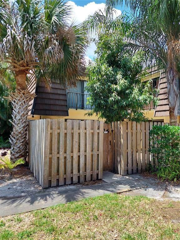 1016 Vista Oaks Circle NE, Palm Bay, FL 32905 (MLS #A4499196) :: Everlane Realty