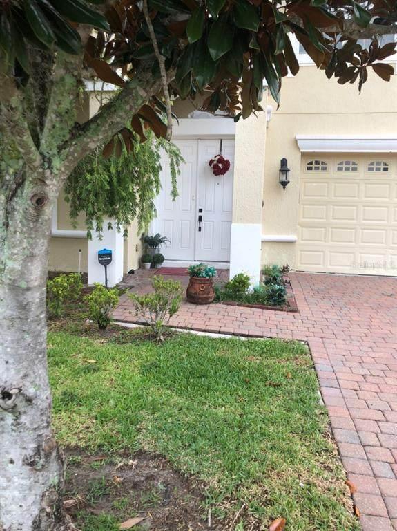 3900 Shoreview Drive, Kissimmee, FL 34744 (MLS #A4504574) :: Delgado Home Team at Keller Williams