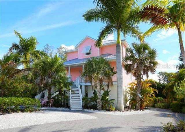 215 Elm Avenue, Anna Maria, FL 34216 (MLS #A4512318) :: Zarghami Group