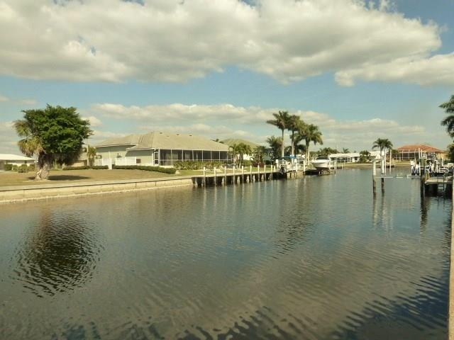 2060 Aqui Esta Drive, Punta Gorda, FL 33950 (MLS #C7248743) :: G World Properties