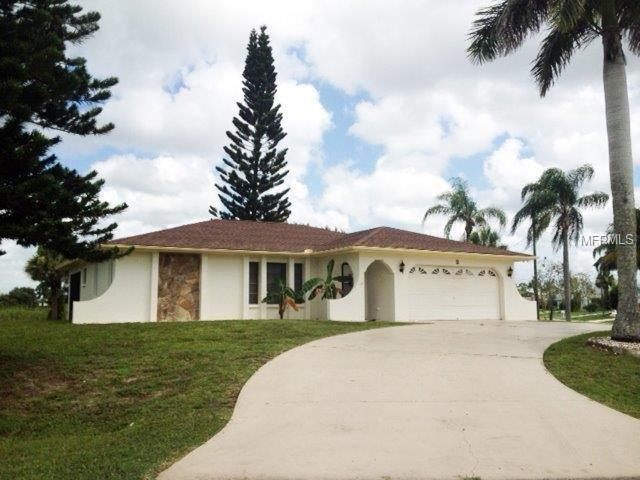 2 Bunker Court, Rotonda West, FL 33947 (MLS #C7412228) :: Delgado Home Team at Keller Williams