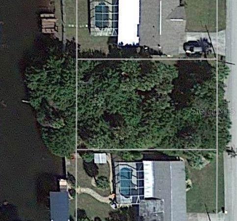 4406 Mundella Circle, Port Charlotte, FL 33948 (MLS #C7418722) :: The Duncan Duo Team
