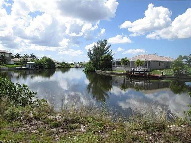 20 NW 32ND Place, Cape Coral, FL 33993 (MLS #C7431326) :: KELLER WILLIAMS ELITE PARTNERS IV REALTY