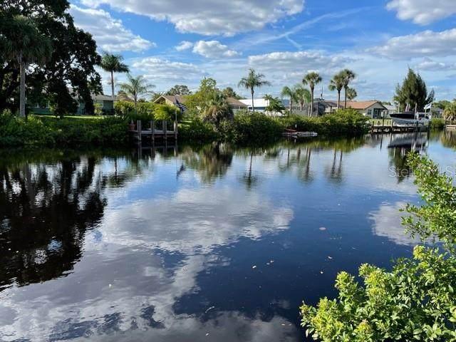 4654 Fallon Circle, Port Charlotte, FL 33948 (MLS #C7450318) :: The Truluck TEAM