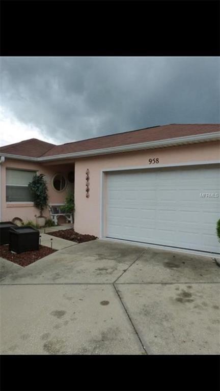 958 Avalon Avenue, Lady Lake, FL 32159 (MLS #G4850933) :: The Duncan Duo Team