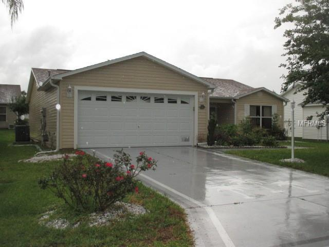 2415 Due West Drive, The Villages, FL 32162 (MLS #G5015911) :: Realty Executives in The Villages