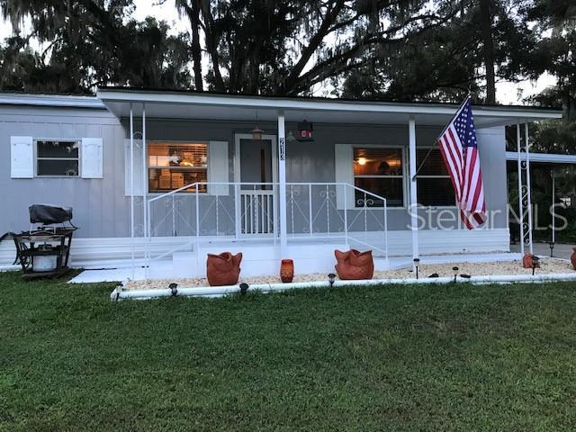 213 Oak Hill Rd, Lady Lake, FL 32159 (MLS #G5016521) :: The Duncan Duo Team