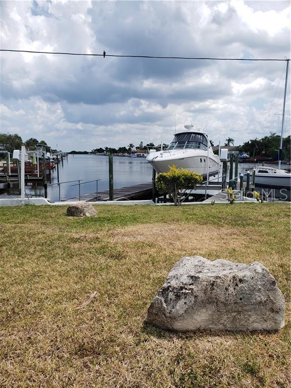 3333 Floramar Terrace, New Port Richey, FL 34652 (MLS #G5017434) :: The Duncan Duo Team