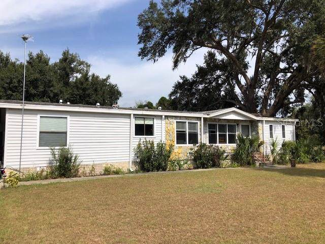 8366 County Road 109, Lady Lake, FL 32159 (MLS #G5021381) :: GO Realty