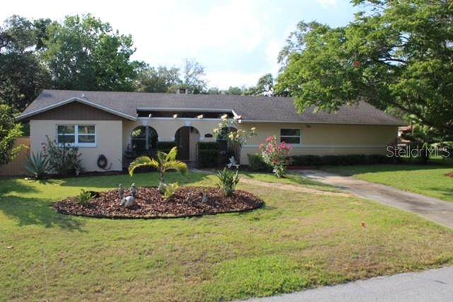 2120 The Crescent, Clermont, FL 34711 (MLS #G5041684) :: Century 21 Professional Group