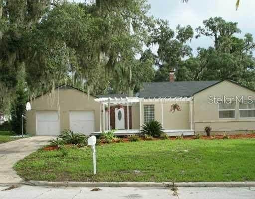 219 E Floral Avenue, Eustis, FL 32726 (MLS #G5042136) :: Realty One Group Skyline / The Rose Team