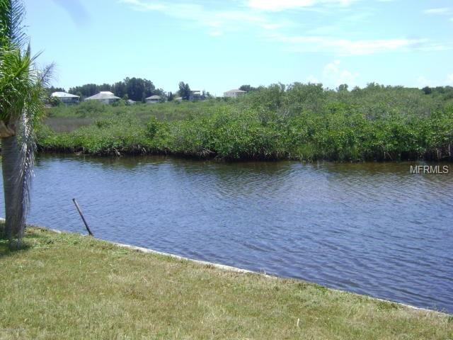 Edgewater Drive, Hudson, FL 34667 (MLS #H2400943) :: Griffin Group