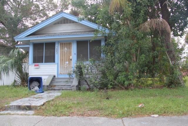 1002 15TH Avenue S, St Petersburg, FL 33705 (MLS #J801449) :: The Lockhart Team