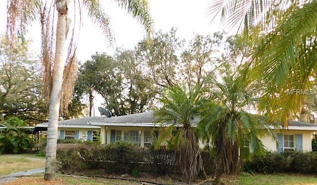 9148 Oakwood Drive, Lake Wales, FL 33898 (MLS #K4900352) :: The Duncan Duo Team